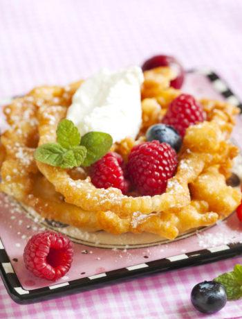 Strauben con frutti di bosco e gelato