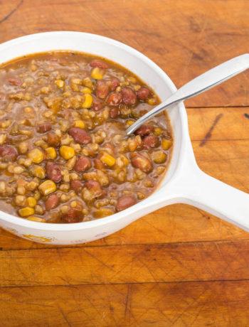 Imbrecciata, zuppa umbra di legumi, farro, orzo e mais