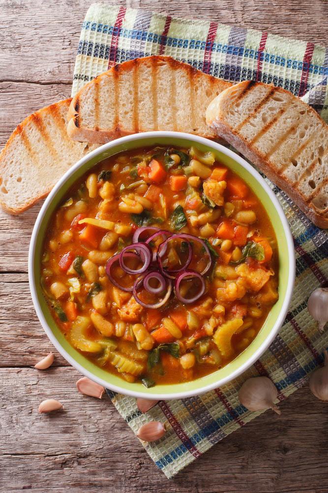 Millecosedde, minestrone calabrese con verdure, legumi e pasta