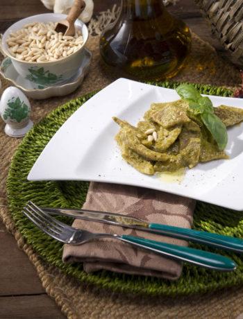 Testaroli della Lunigiana con salsa al pesto