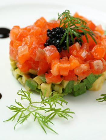 Tartare di salmone marinato e avocado