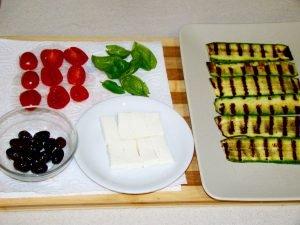Ingredienti degli involtini di zucchine grigliate